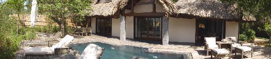An Lam Ninh Van Bay Villas: вилла на берегу