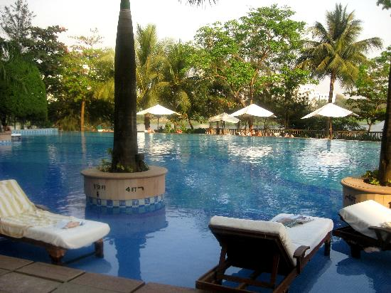 Renaissance Mumbai Convention Centre Hotel: Awesome infiniti pool