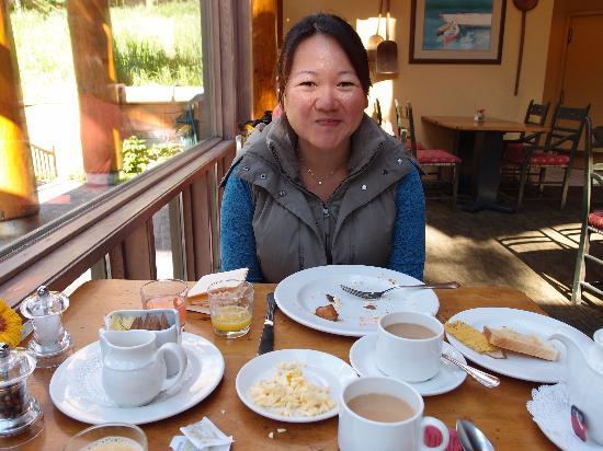Moraine Lake Lodge: Great breakfast, too