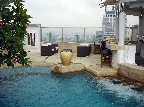 der pool auf der dachterrasse picture of intercontinental bangkok bangkok tripadvisor. Black Bedroom Furniture Sets. Home Design Ideas