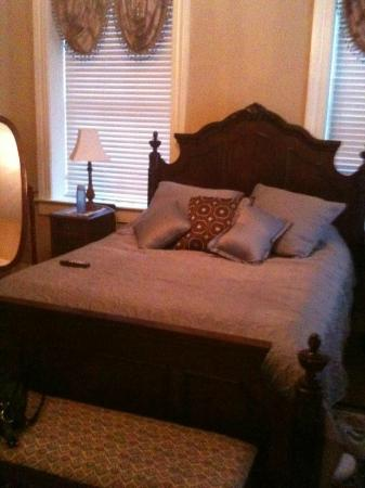 Red Umbrella Bed and Breakfast : Bed