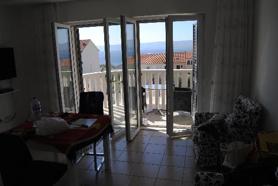 Lovely Croatia Apartments: Kitchen/lounge with two armchairs, tv lcd and 2 windows on the balcony