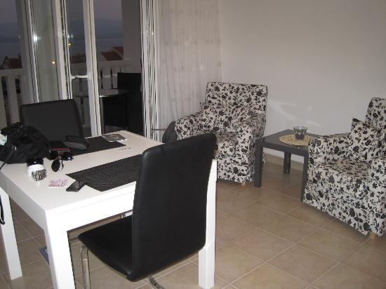Lovely Croatia Apartments: kitchen/lounge, table, chairs and armchairs