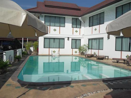 Eurana Boutique Hotel: The Pool is in the Sun All Day! ...And the Temperature is Just Right!