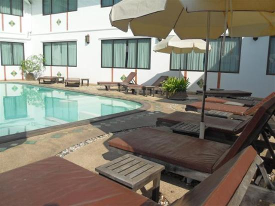 Eurana Boutique Hotel: I Loved The Pool!  It has a Ledge that You Can Lay Down on under the Water & Rest Your Head on t