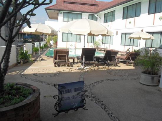 Eurana Boutique Hotel: Pool Hours... (the pool is cleaned regularly...)