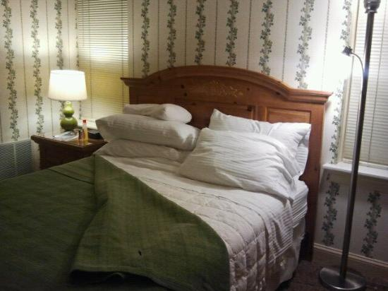 James Gettys Hotel: Comfy,cozy queen size bed