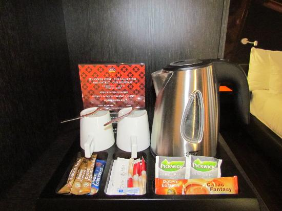 Hampshire Hotel - The Manor Amsterdam: free coffee/tea in the room!