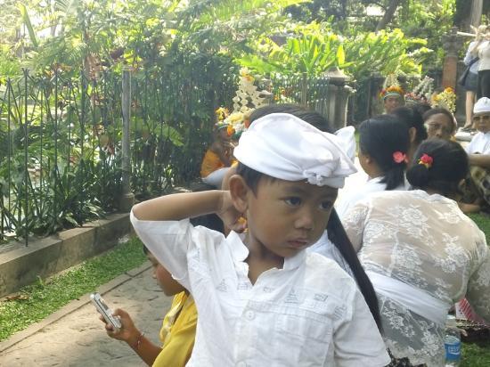 Dewa Bharata Candidasa Bungalows: Young Balinese boy
