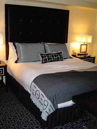 The Kimpton Muse Hotel: Incredibly comfortable bed  You won't want to get up.
