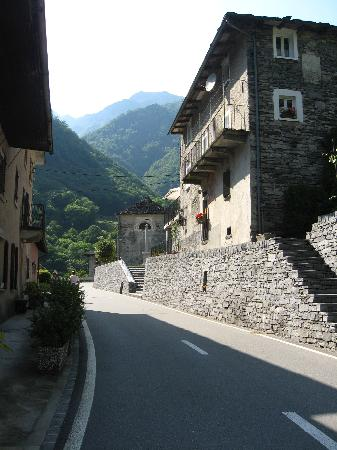 Verzasca Dam : Narrow streets in villages