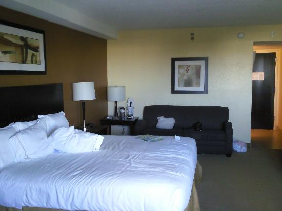 Holiday Inn Express and Suites Fort Lauderdale Executive Airport: Our room