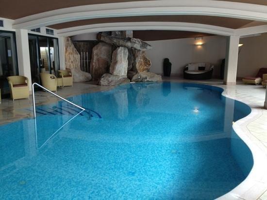 Alpine Spa Resort Viktoria: piscina interna e idromassaggio