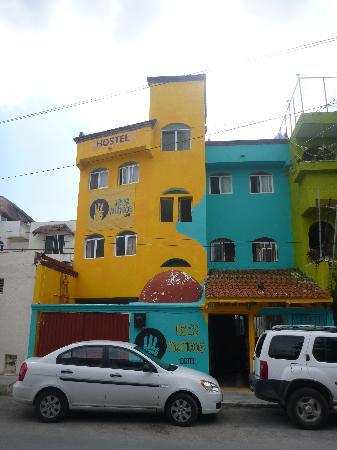 Tres Mundos Hostel: front