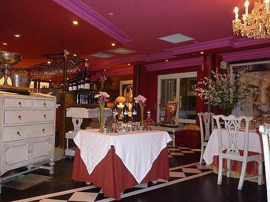 Emily's: Ambiance Restaurant