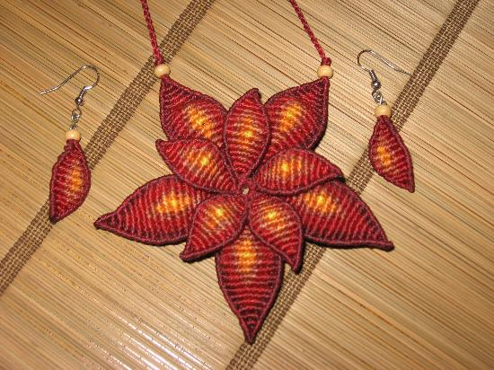 Arte Iraca: Double Petal Macrame Necklace & Earrings