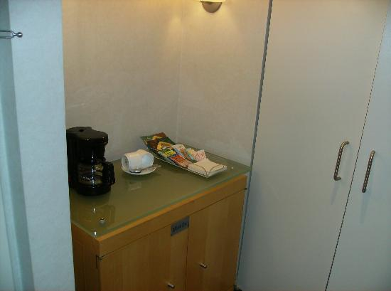 The Premier Hotel: Tea area