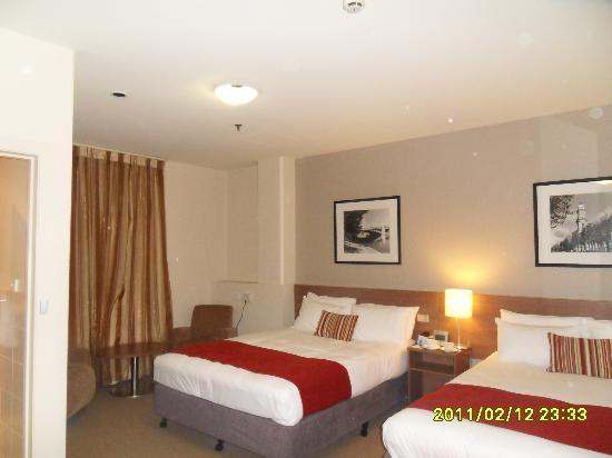 โรงแรมเมอร์คิวร์กรอสเวเนอร์: Our room
