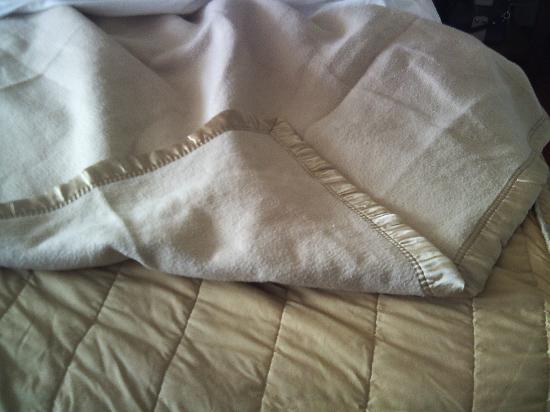 Inn on the Coast: bedclothes