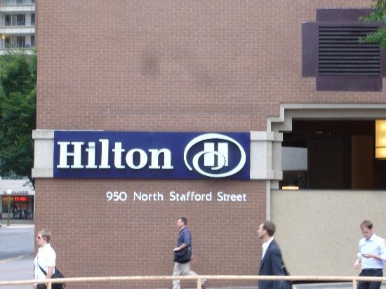 Hilton Arlington: Outisde View