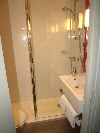 Ibis Styles Dijon Central : Salle de bain