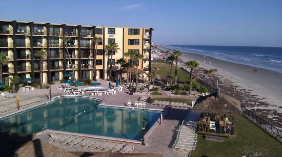 Hawaiian Inn: Pool view from our balcony