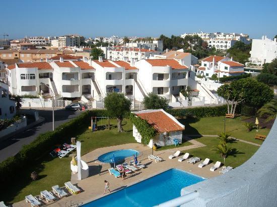 Silchoro Apartments : pool view