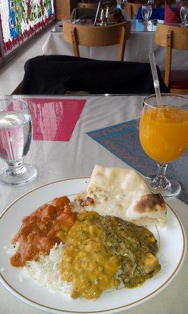 Lunch buffet selections: Chicken Tikka Makhni, Dal Rajrani, Saag Paneer with Naan and a Mango Ju