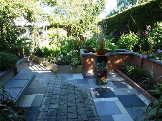 Collinson's Cottage: Garden