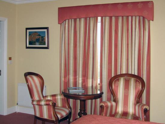 The 19th Lodge: Sitting Area with Table