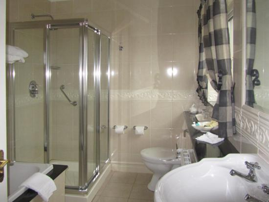 The 19th Lodge: Nice Bath