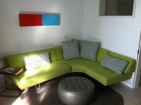 Kimber Modern Hotel: Living Room