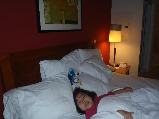 Residence Inn Boston Brockton: 寝心地のよいベッドです。