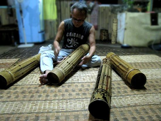 Bidayuh Annah Rais Longhouse Homestay : Evening Music Class