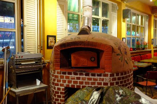 Zio Ricco: Pizza Oven