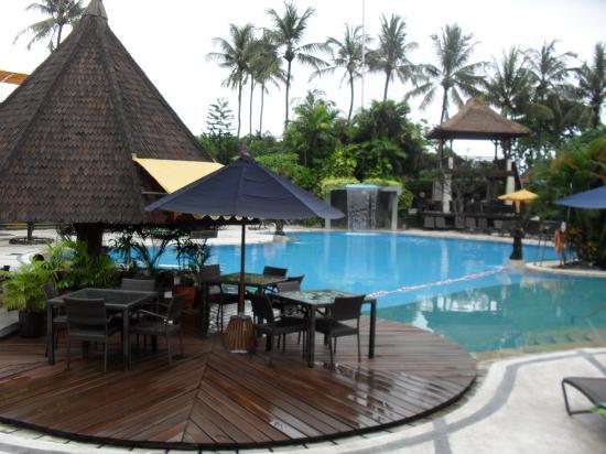 Bali Dynasty Resort: Main Pool & Bar
