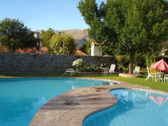 Foto de hotel asturias cafayate piscina solarium hotel for Piscinas asturias