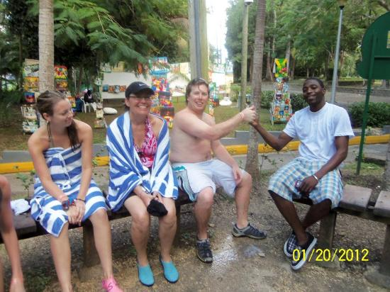 Wi Jamming Tours: Members of the group with Benge after a visit at Dunn's River Falls