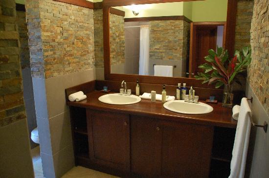 La Giralda: bathroom