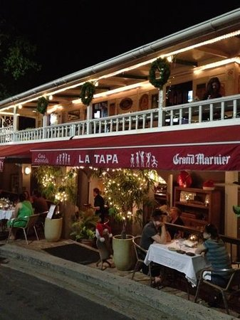 LaTapa: La Tapa at night