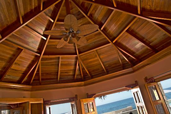 The SPA Retreat Boutique Hotel : I was very impressed with the craftsmanship of wood here. This was the ceiling in my room. You c