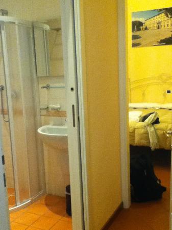 Il Seminario Bed & Breakfast: Bedroom and bathroom (Napoleone)