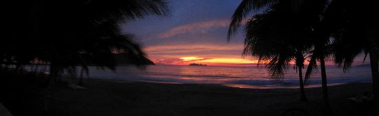 Bungalows Solecito: The sunsets are stunning!