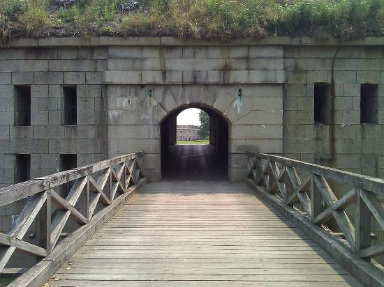 Fort Warren: Entrance
