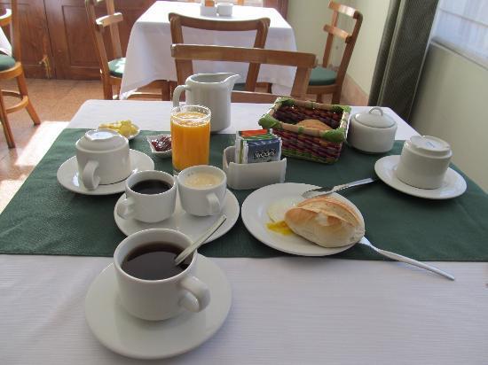 Meridian Hotel: Desayuno