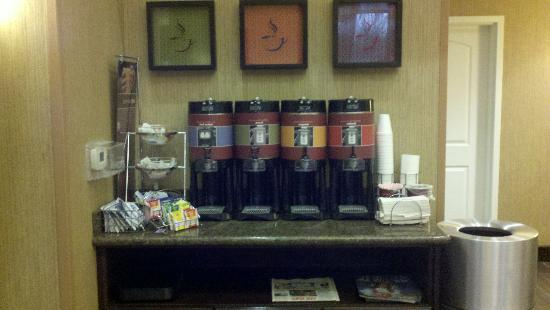 Hampton Inn & Suites Phoenix North/Happy Valley: Their mini-coffee bar - available 24/7