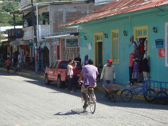 Barrio Cafe: San Juan del Sur street life