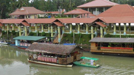 RIVER WATCH FLOATING RESTO: floating resto