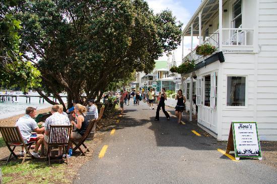 Commodore's Lodge: The Strand
