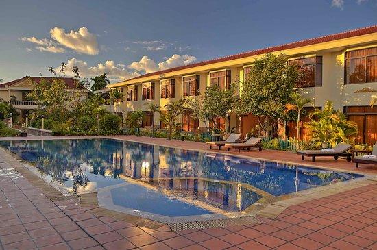 Hibiscus Angkor Resort : The wonderful pool!